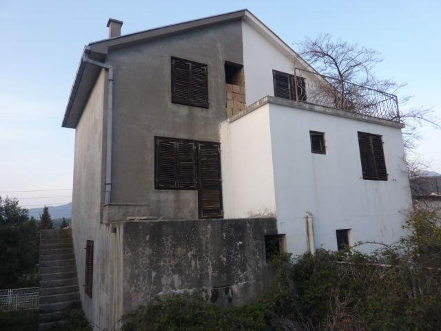 Черногория: недострой в утехе (008100)