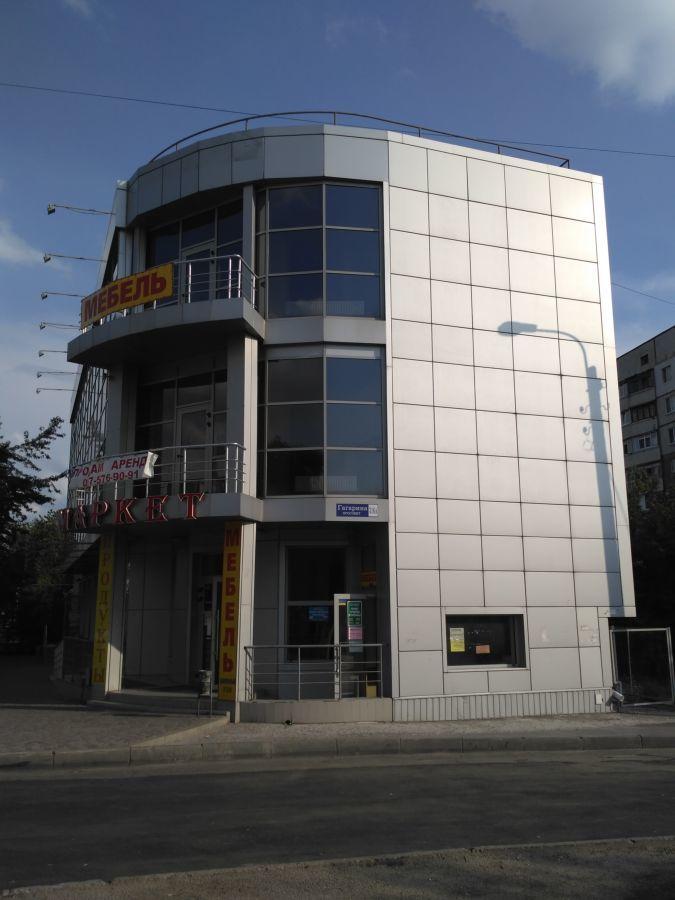 Фото 2 - Трехэтажное здание на красной линии от собственника.