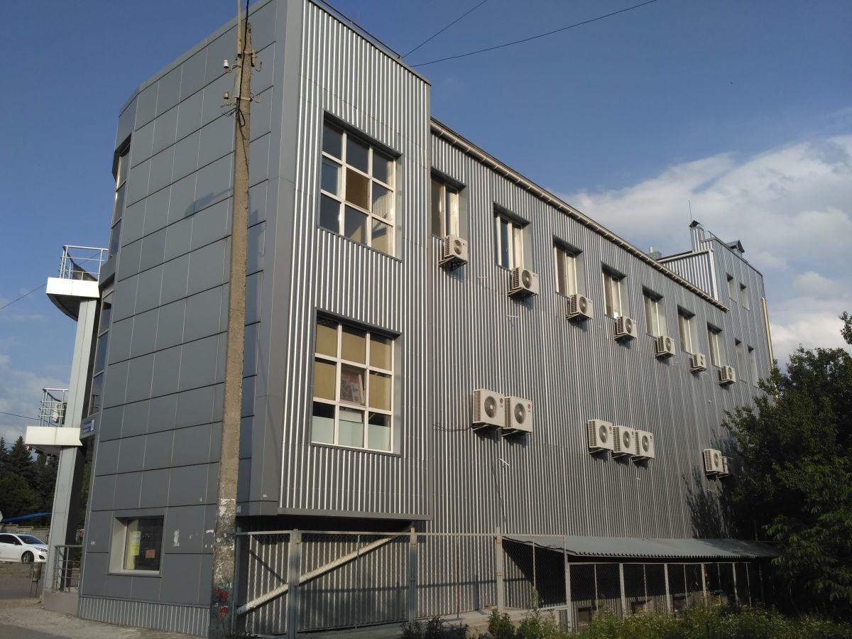 Фото 3 - Трехэтажное здание на красной линии от собственника.