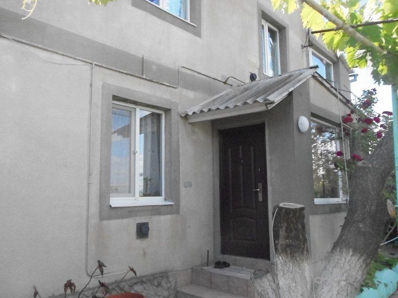 Продам 2 дома на роскошном участке 12 соток на Гребном канале