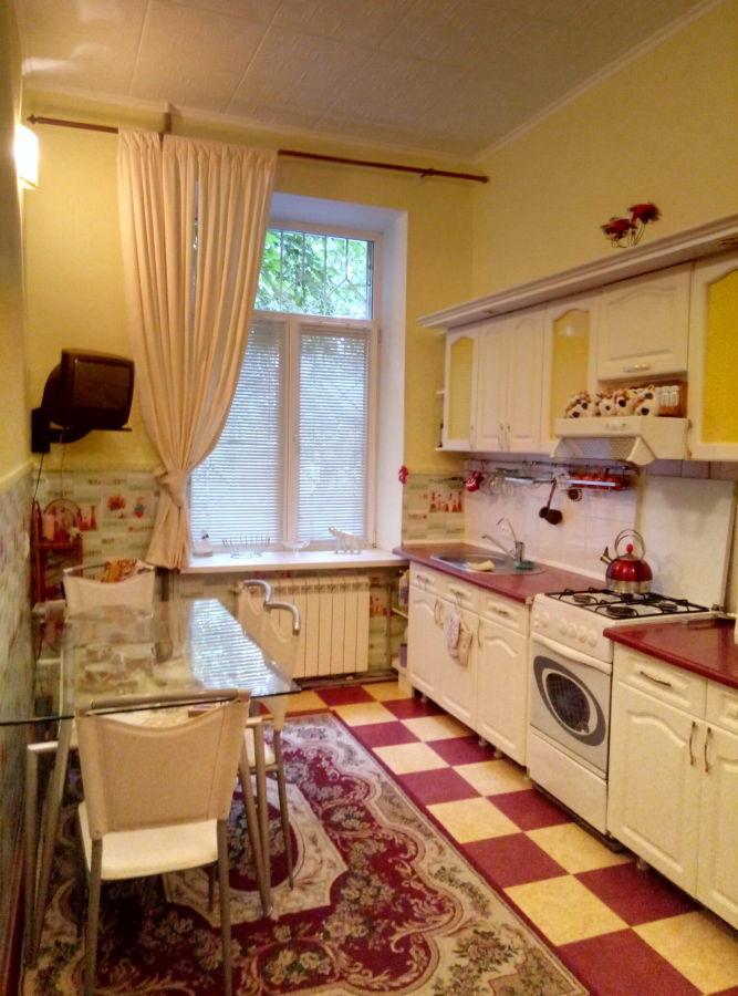 Продам отличную квартиру в Лесках, с гаражем