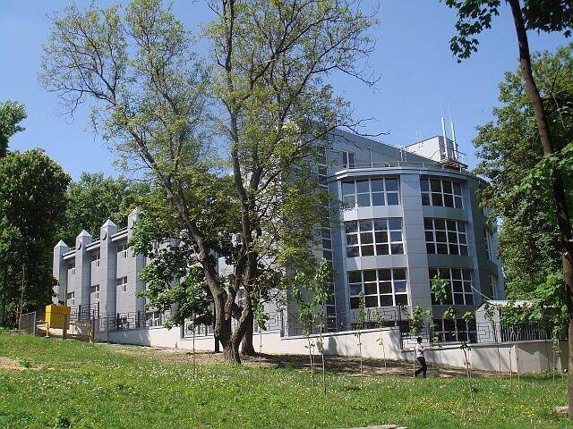 Продам здание под коммерцию на просп. Гагарина
