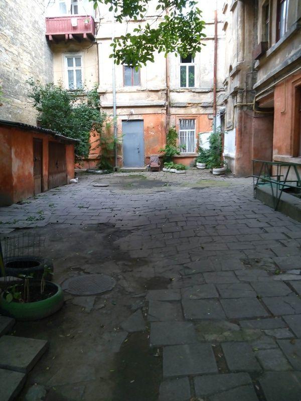 Трех комнатная квартира в районе ЖД вокзала. Код- 893419