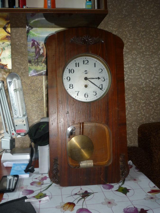 Часы старинные,  настенные, механические, деревянные ,  с маятником,