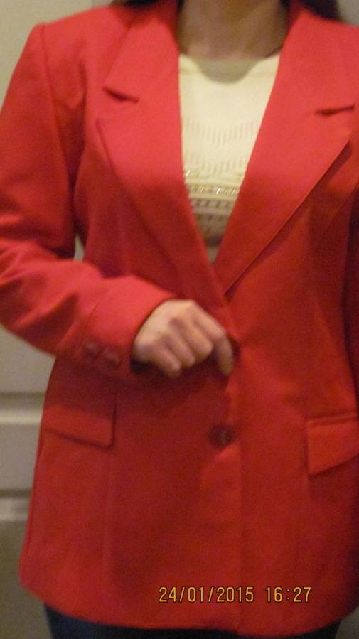 Пиджак красного цвета, классический