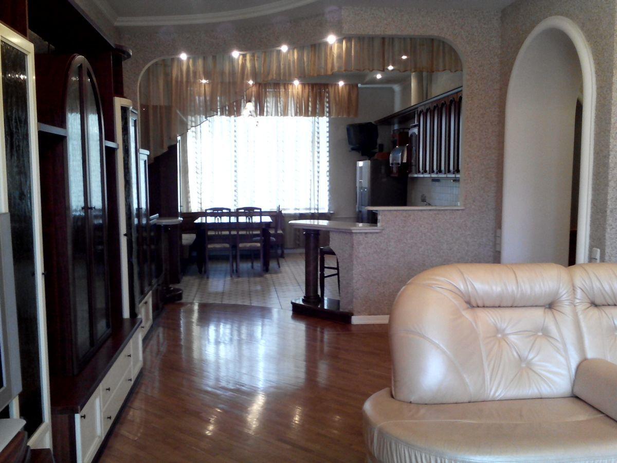 5-комнатная квартира в тихом центре Харькова