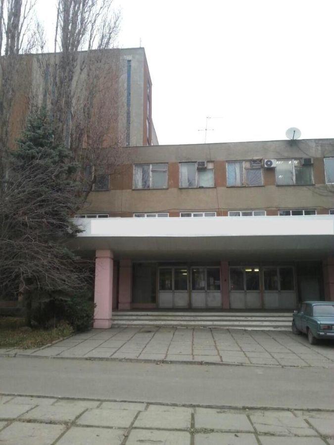 Продажа фасадного трехэтажного здания на ул. Промышленная.