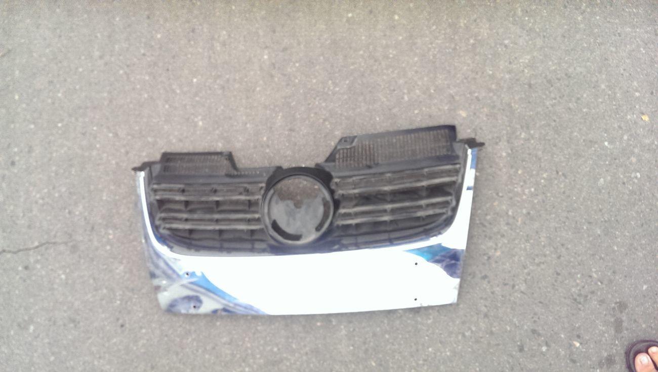 Фото - Решетка радиатора VW Jetta 06-10 Golf 5 V Combi 07-09 1K5853653A