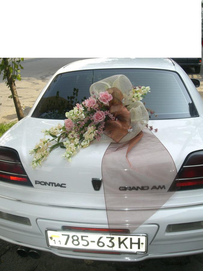 Цветочные композиции для декорирования свадебных машин