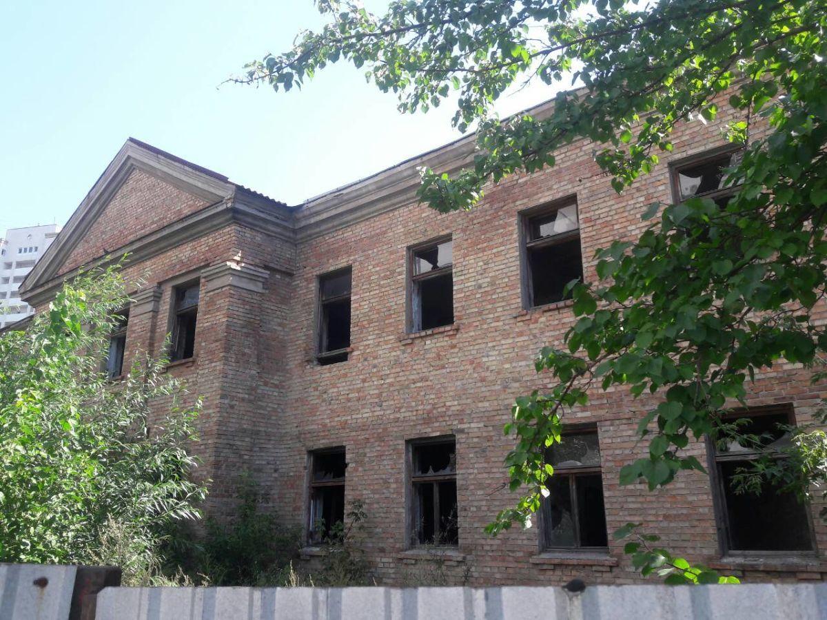 Продается отдельно стоящее здание 840 м2 под реконструкцию
