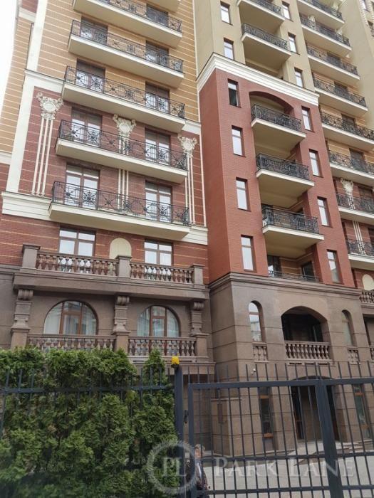 Видова квартира(400м2)з терасами в новому будинку De luxe-класу