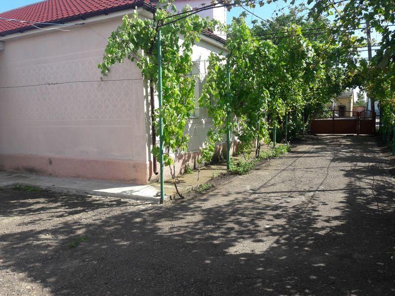 Продам пол дома в Беляевке.
