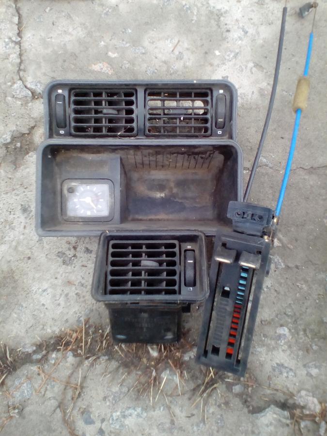 Заслонки отопления, управление отопителем, часы салонные Форд Сиерра