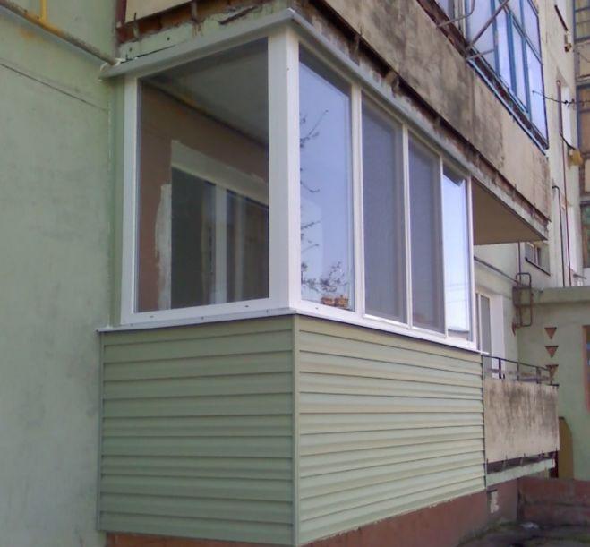 Обробка балкону сайдингом,вагонкою,заскління.