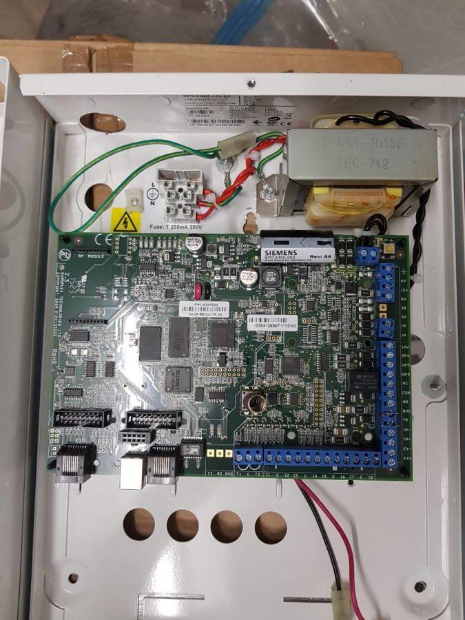 Панель охранной сигнализации SPC4320.320 L1