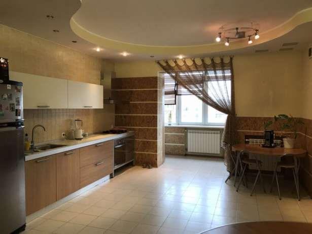 Продам трехкомнатную квартиру с в центре (новострой)