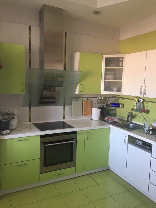 Продам трехкомнатную квартиру в центре