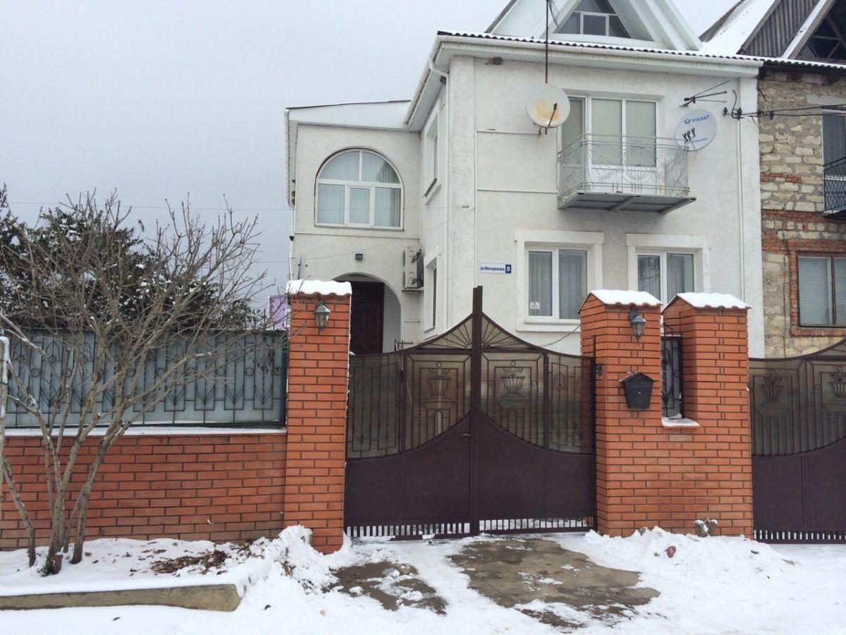 2х эт дом с Весняное (за Варваровкой) двор 9сот.