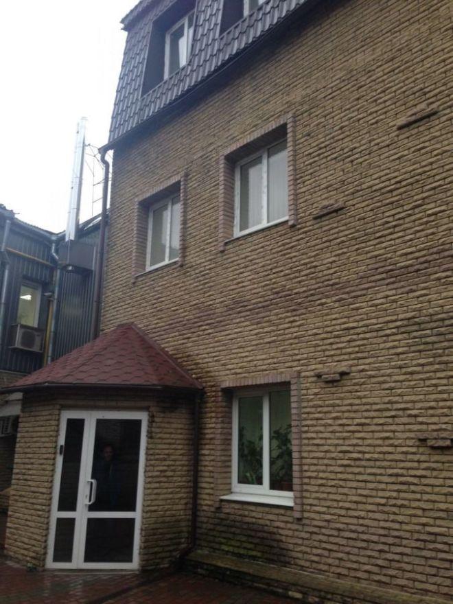 Без комиссии АН! Продам часть 3х этажн. здания в центре Харькова