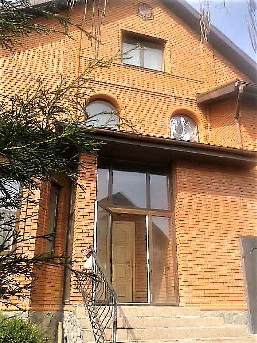 """Продам 2-этажный дом 2006 года в районе станции метро """"Студенческая""""."""