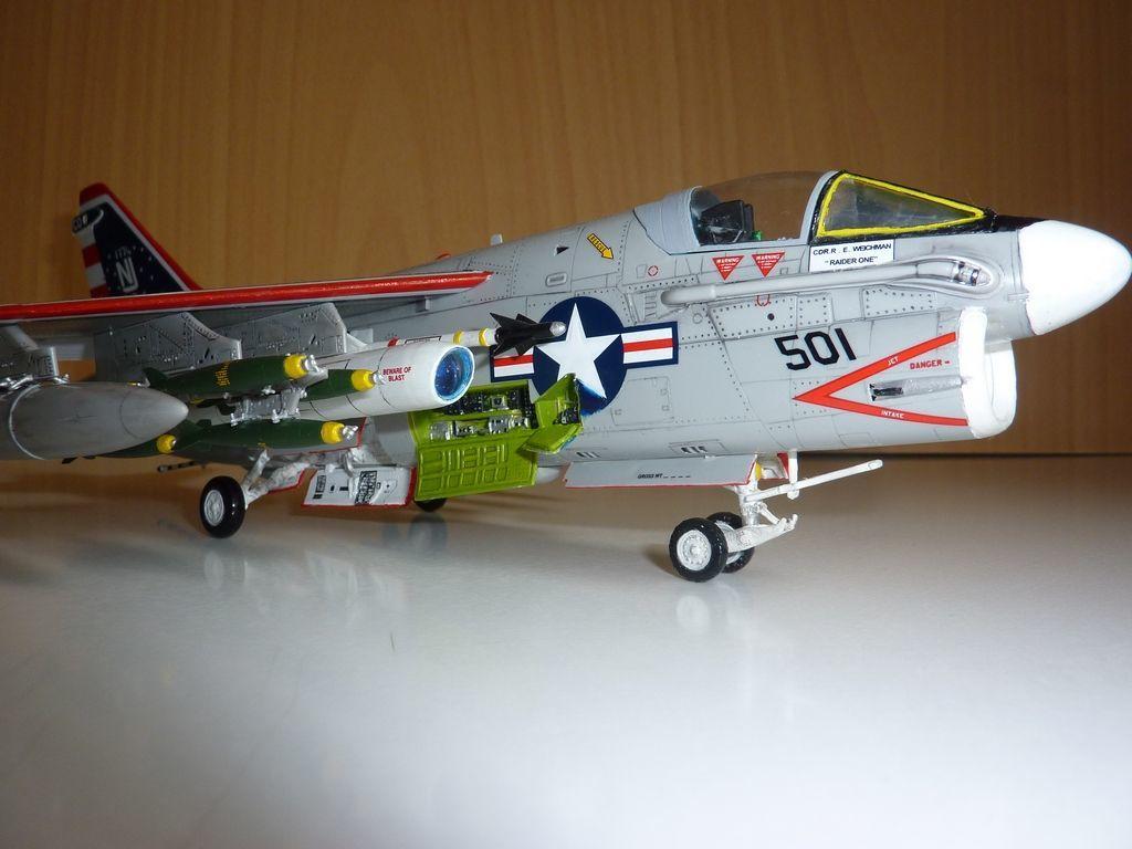 "Модель самолёта А-7b ""corsair""."