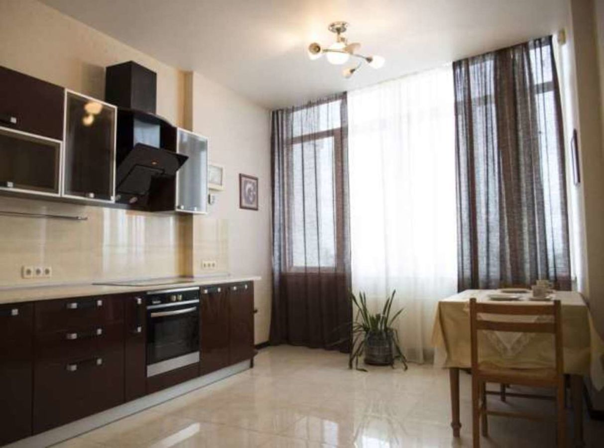 Отличная квартира с ремонтом в новом доме на Армейской