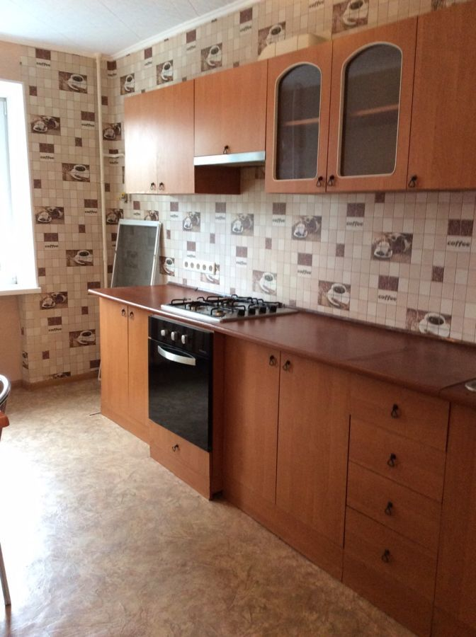 Продам трехкомнатную квартиру на Январском