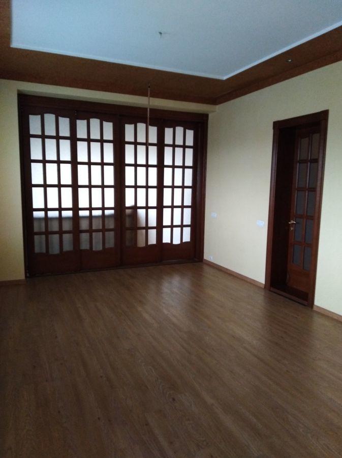 Продам дом в районе Салюта с участком 11 соток.