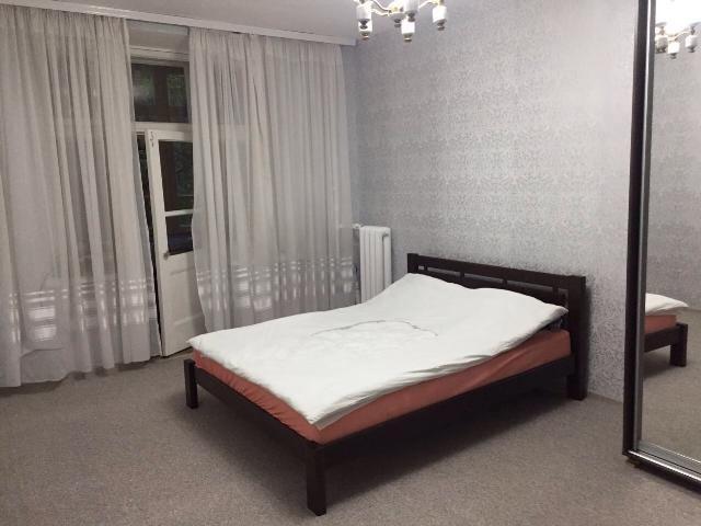 2 комнатная с ремонтом, центр  ул. Пироговская