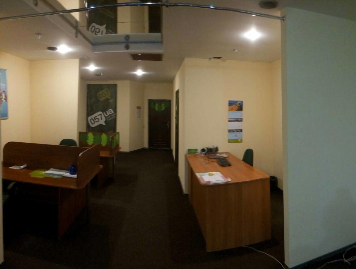 Сдам офис в центре рядом с метро в современном офисном здании 70 м.кв.
