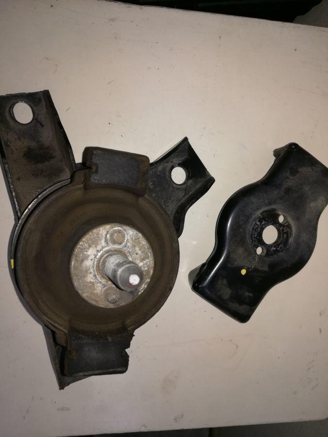 Кронштейн опоры двигателя Hyundai-KIA 218101C220