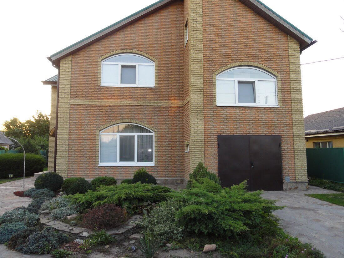 Продам кирпичный дом с новым ремонтом и мебелью