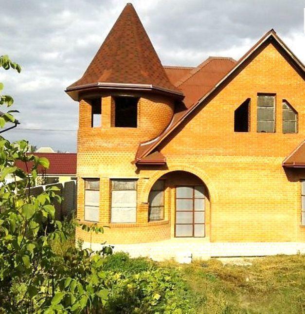 """2 этажный кирпичный дом в городе возле реки М """"Героев Труда"""""""