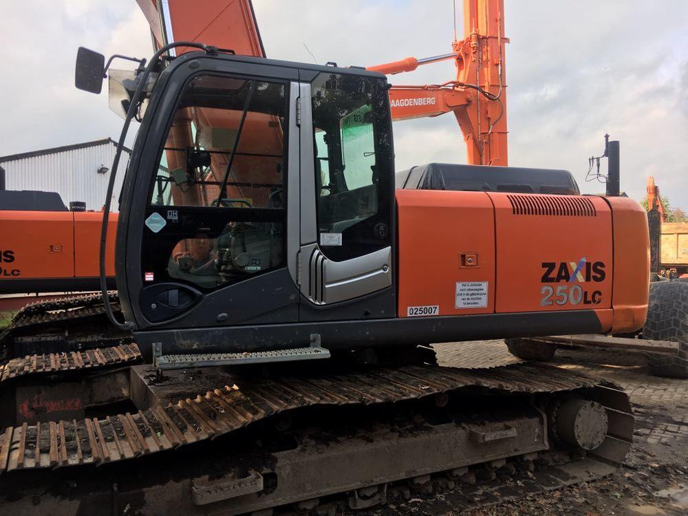 Гусеничный экскаватор Hitachi ZX250 Long Reach.