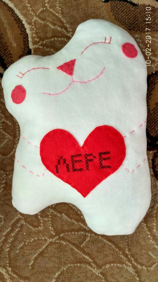Подушка котик с сердцем