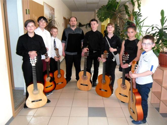 Уроки игры на гитаре, бас-гитаре. Школа искусств №6 3