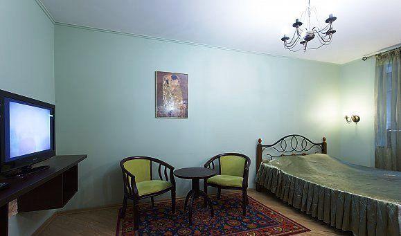 Светлая квартира классический стиль, двухспальная кровать, wi-fi