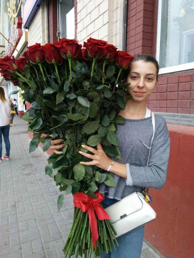 Купить метровые розы по доступной цене. Доставка цветов в Днепропетров
