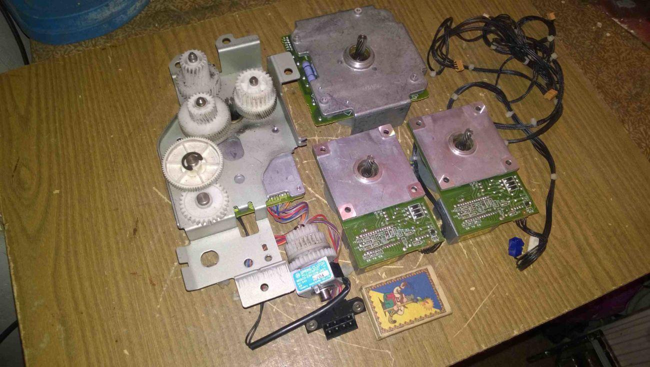 Электродвигатель постоянного тока DC с оргтехники.