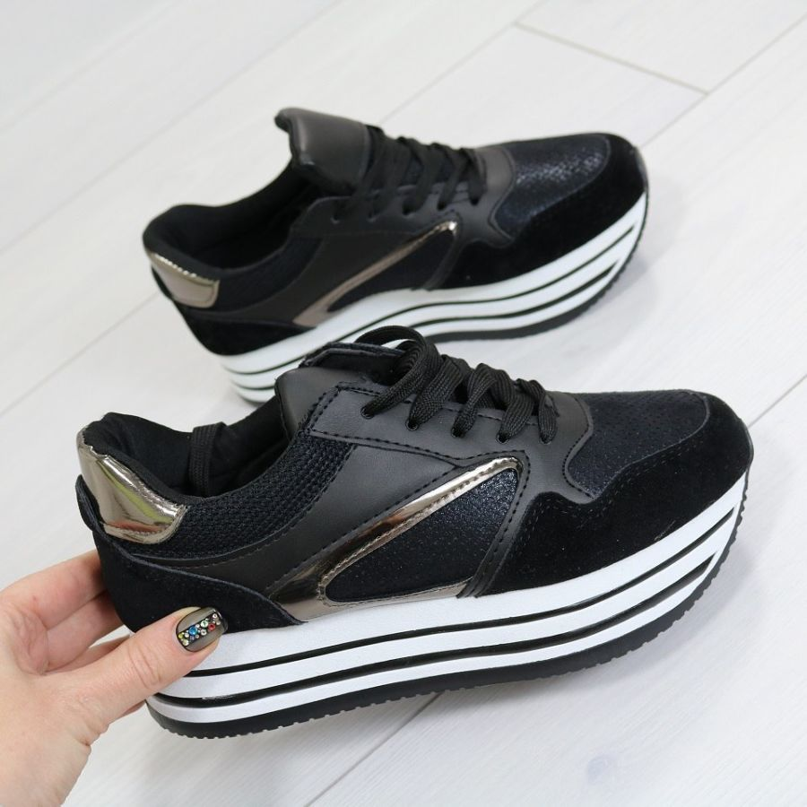 Кроссовки женские на платформе чёрные  560 грн. - Спортивная обувь ... c08f27a72f6