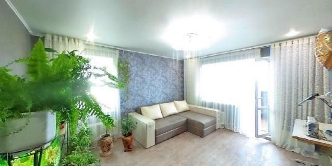 3 комнатная с ремонтом и мебелью, высотка, ул. Варненская
