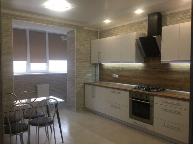 2 комнатная+ кухня студия с евроремонтом. высотка, ул.Старицкого