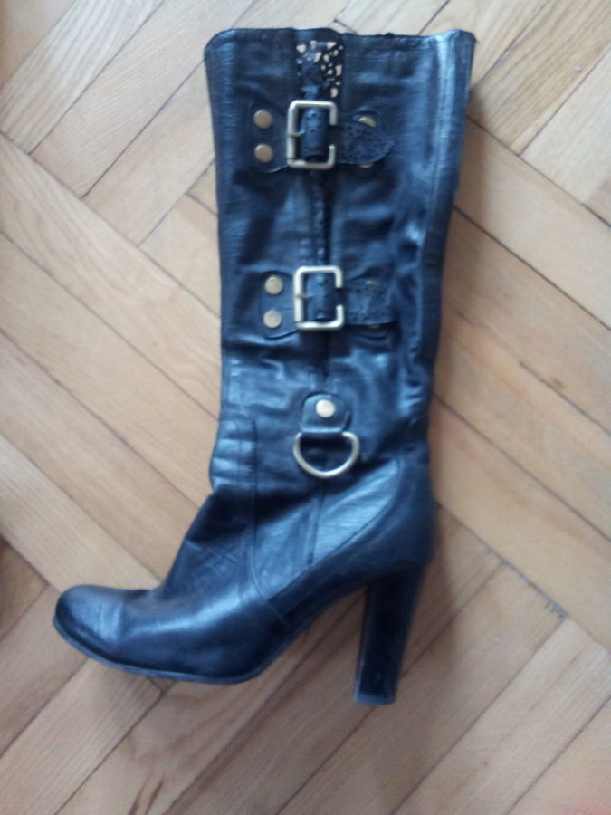 Продам недорого чоботи жіночі