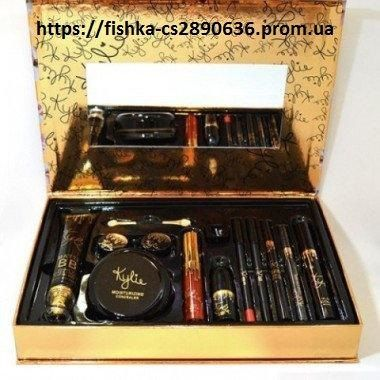 Набор Kylie Holiday Edition 11 Pieces Fashion Makeup Set Gold