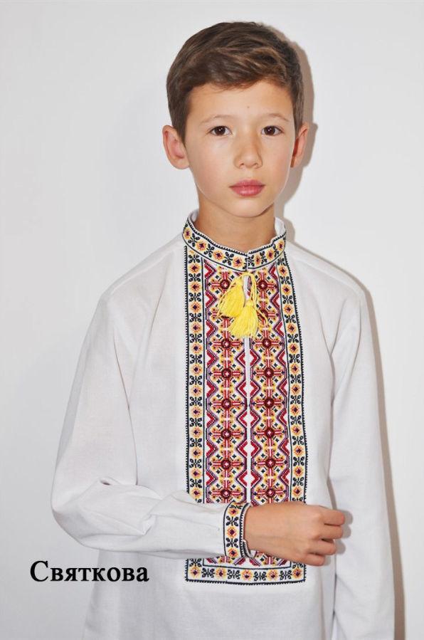 Яркая вышивка. Стильная украинская сорочка для мальчика.