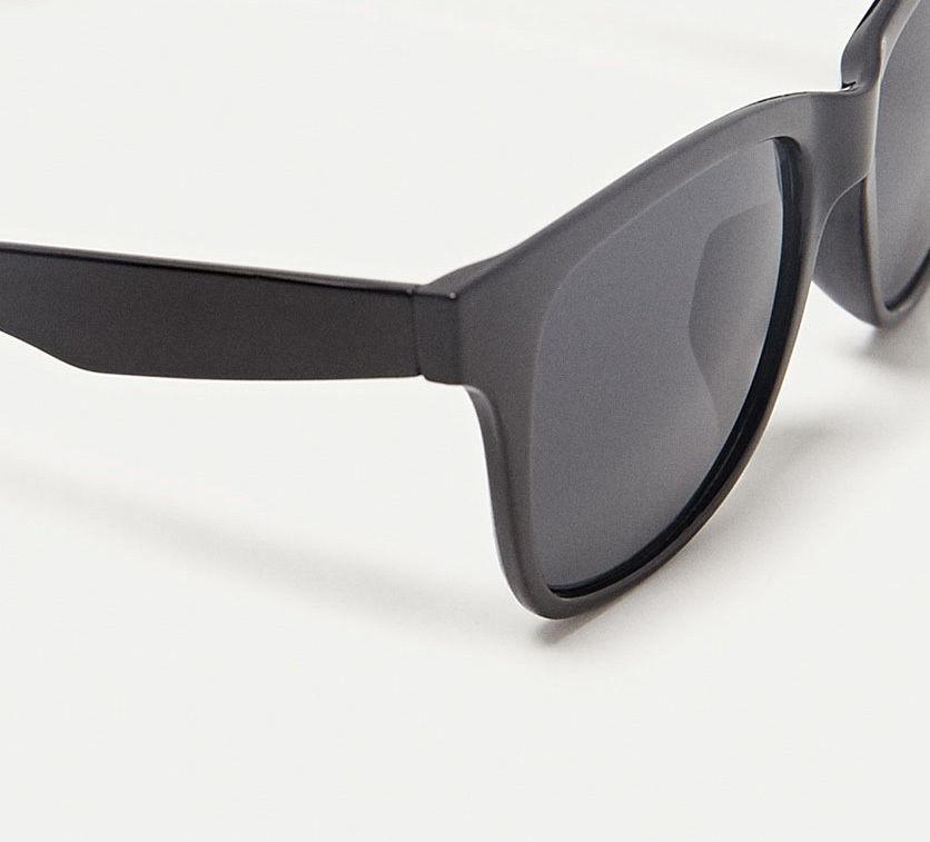 Солнцезащитные очки ZARA в черной пластмассовой оправе 09e0bed4eea