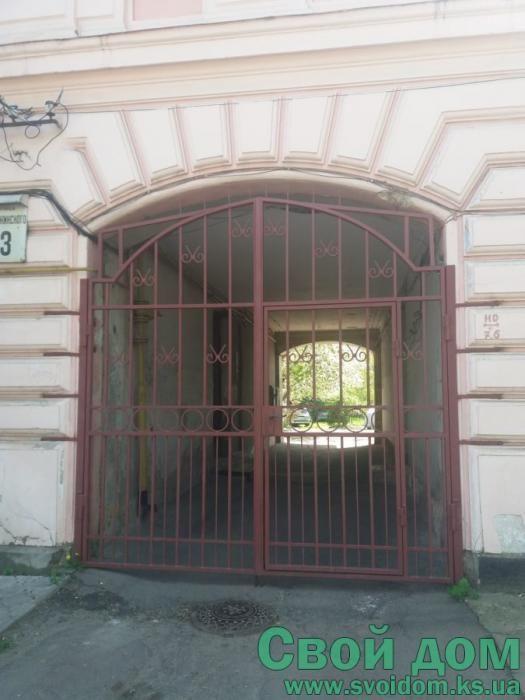 3- комнатная квартира по ул. Дзерджинского, 2/2, добротный старый фонд