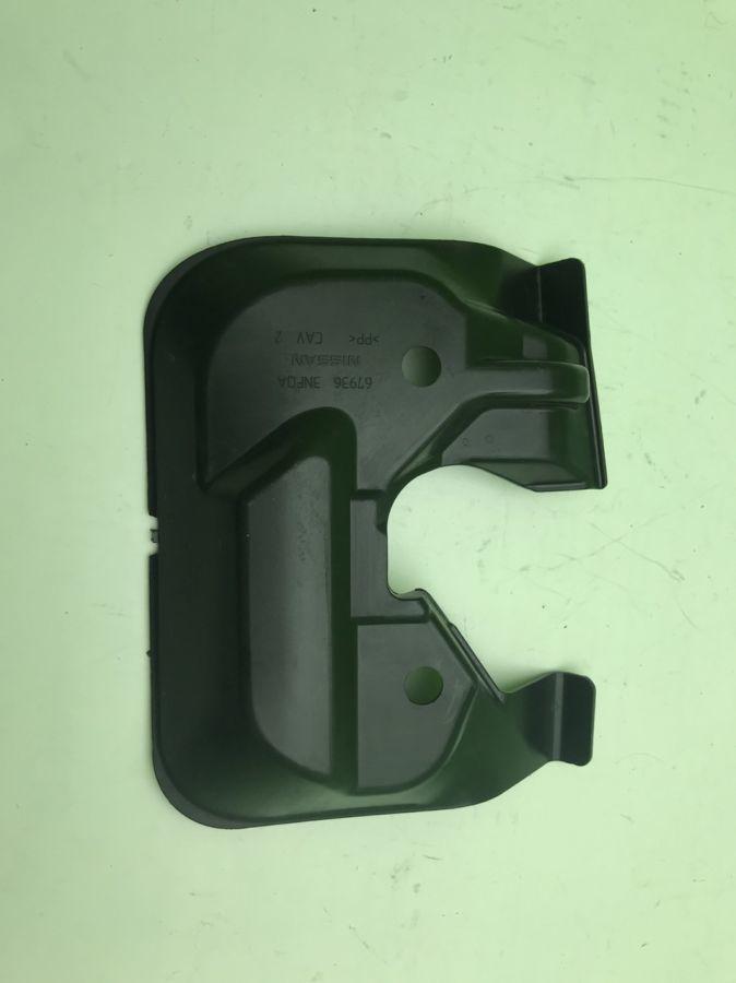 Накладка передней панели нижняя Nissan Leaf 67936-3NF0A