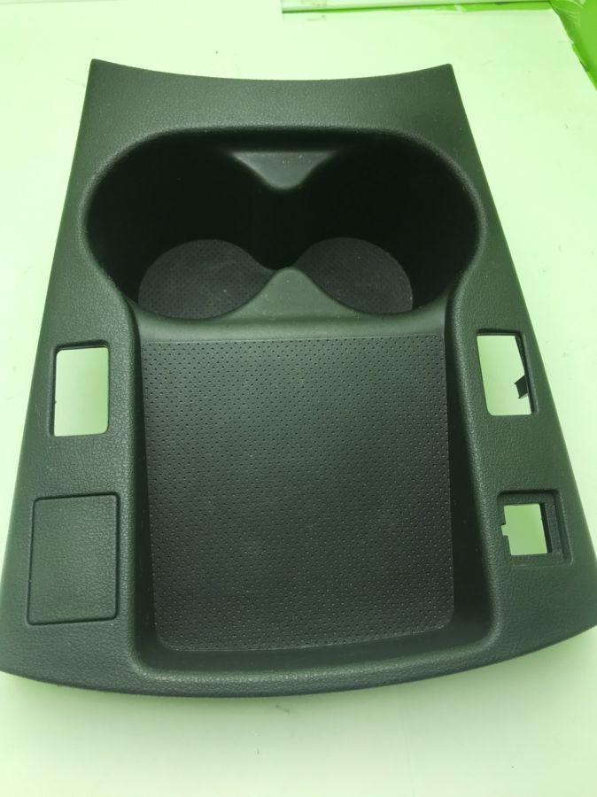 Панель приборов центральной консоли подстаканник Nissan Leaf 68962-3NF