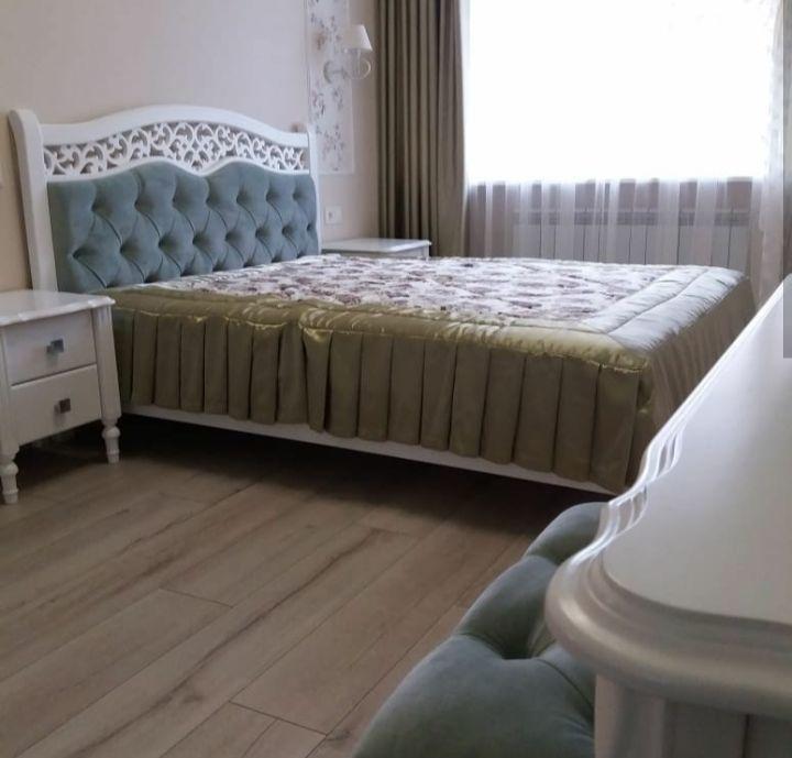 Деревяне ліжко Елізабет від виробника.